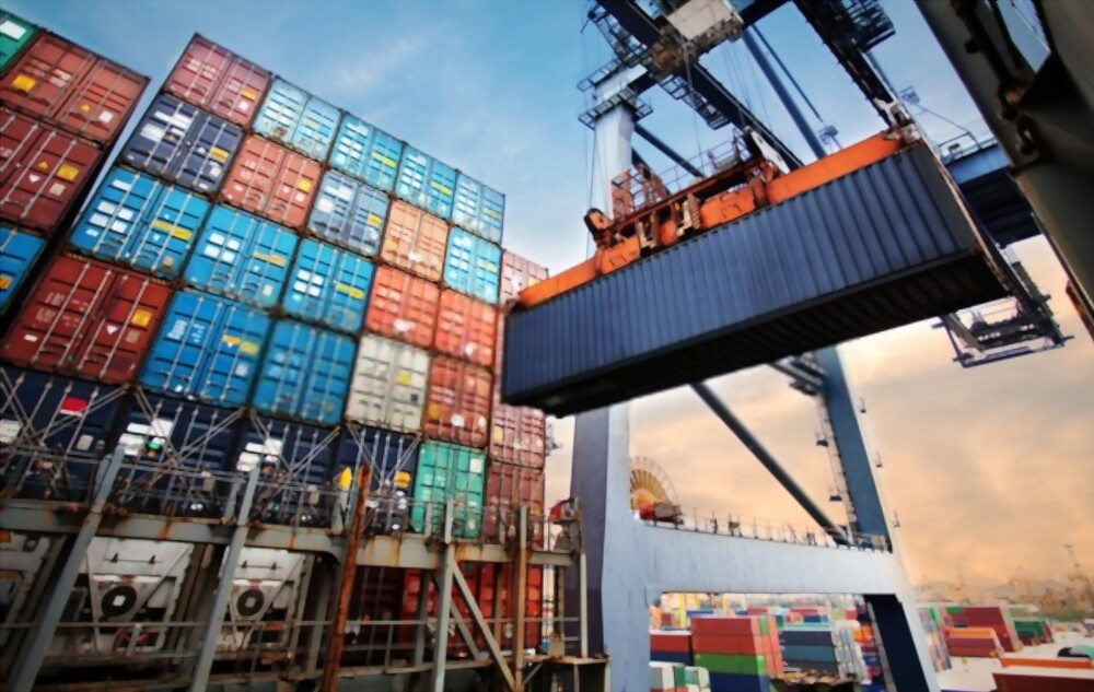 benefits of shipping containers in commercial trade